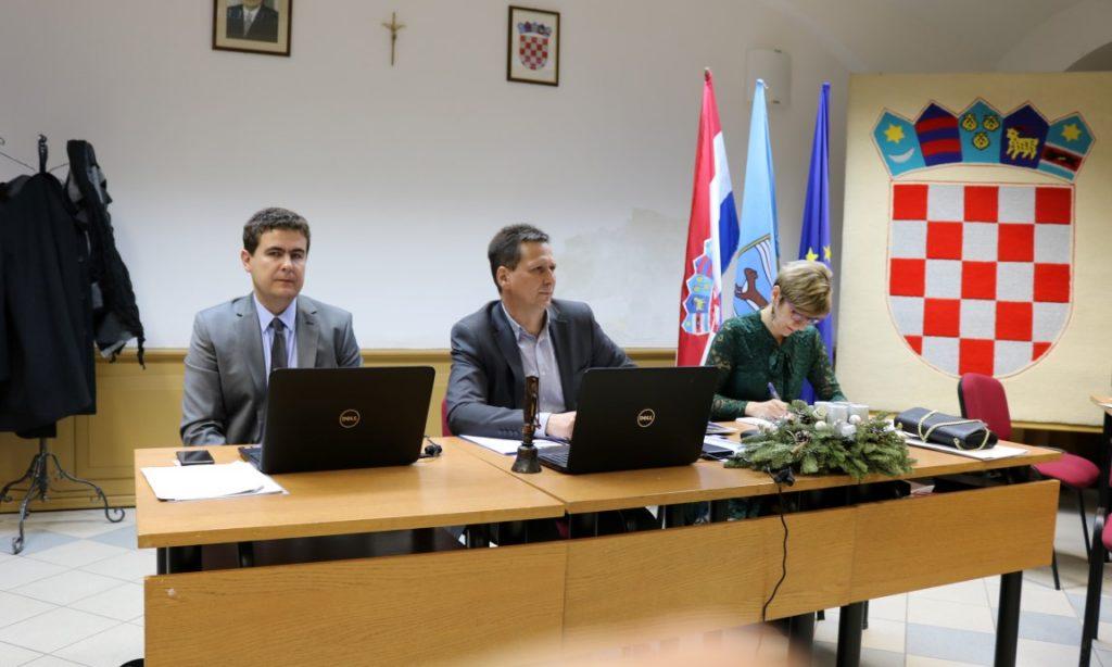 DRUGA PROSINČAKA SJEDNICA GV-a PAKRAC Pohvalno o Osnovnoj, suzdržano o Srednjoj školi