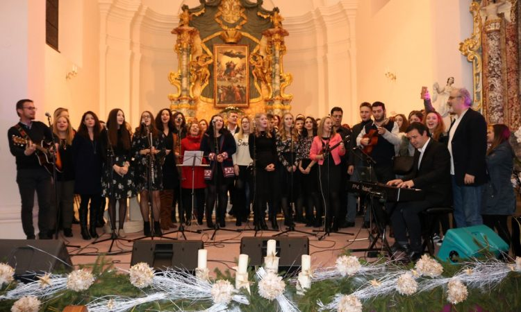 SINOĆ U PAKRAČKOJ ŽUPNOJ CRKVI Festivalom spojena glazba i duhovnost
