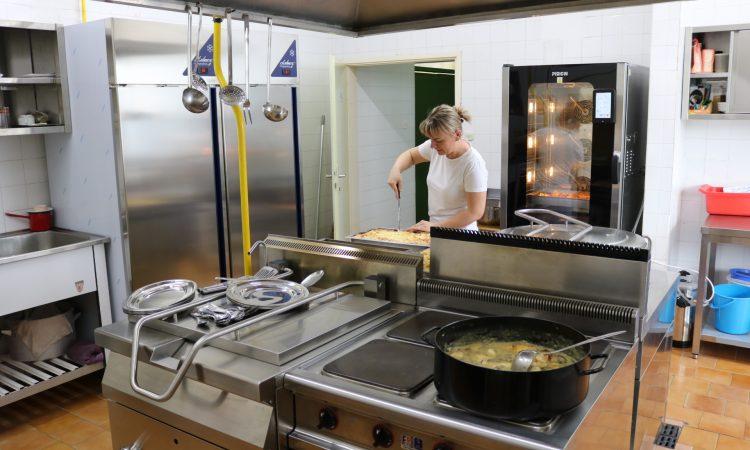 ZNAČAJNA ULAGANJA U OŠ BRAĆA RADIĆ Modernizirana školska kuhinja i informatička učionica