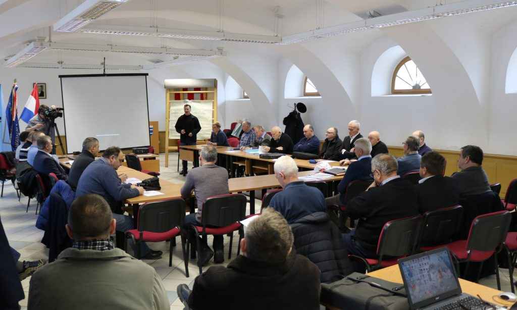 HČZ PAKRAC – LIPIK: OKRUGLI STOL U PAKRACU  Najavljena monografija o pakračkom i zapadno-slavonskom ratištu