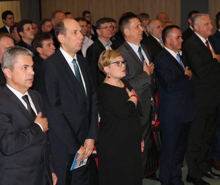 SVEČANA SJEDNICA GRADSKOG VIJEĆA PAKRAC Pakračkom napretku brojne pohvale gostiju