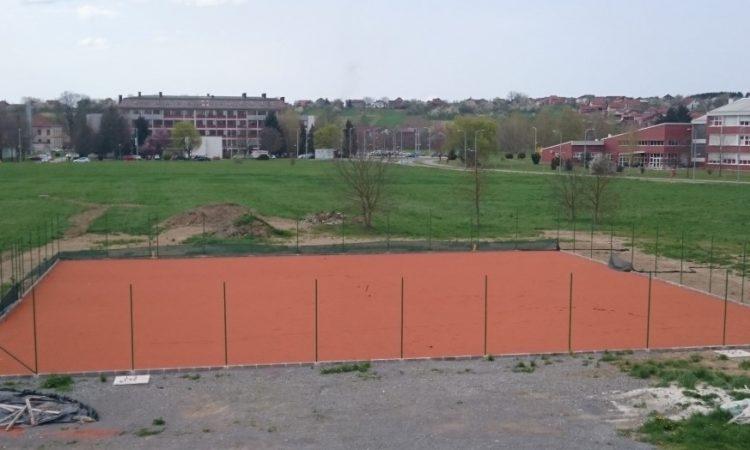 GRAD PAKRAC  Pri kraju izgradnja teniskih terena