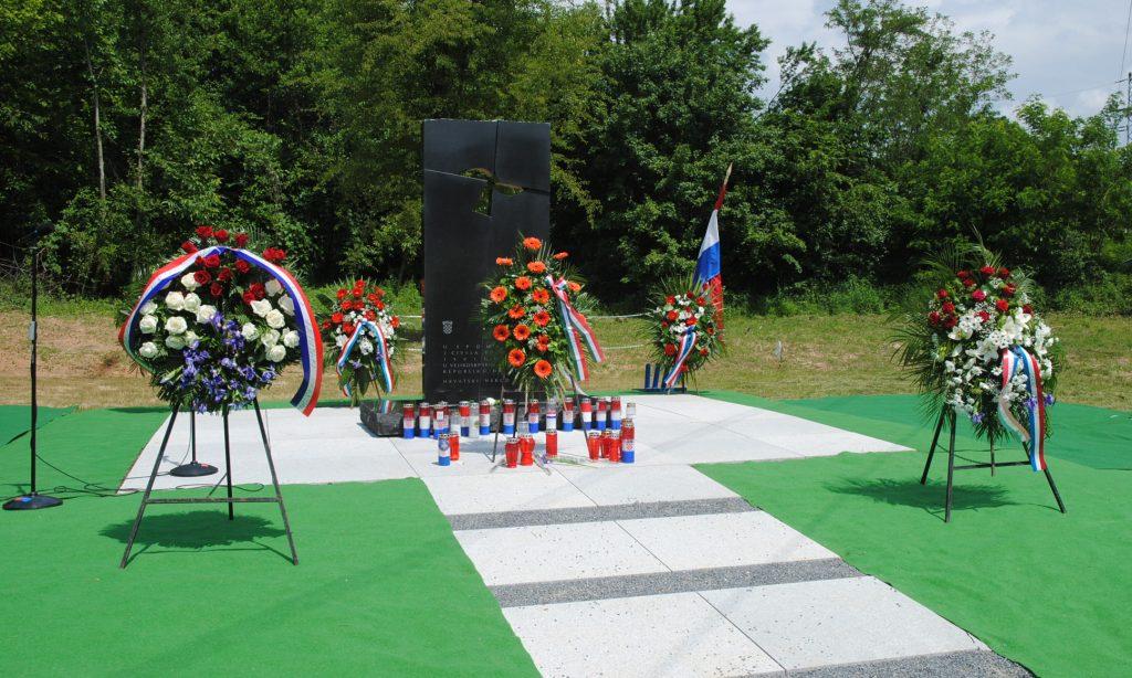 DRAGOVIĆ Otkrivanje spomen-obilježja civilnim žrtvama Domovinskog rata