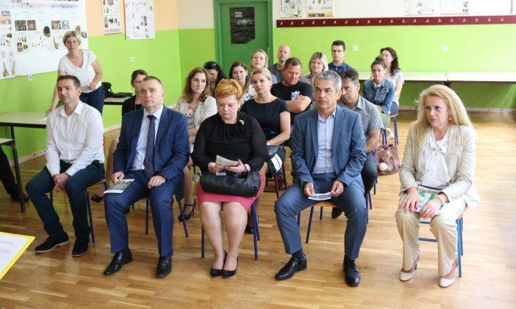 """POČETNA KONFERENCIJA """"Energetska obnova zgrade OŠ braće Radića Pakrac"""": Obnovom do značajnih ušteda"""