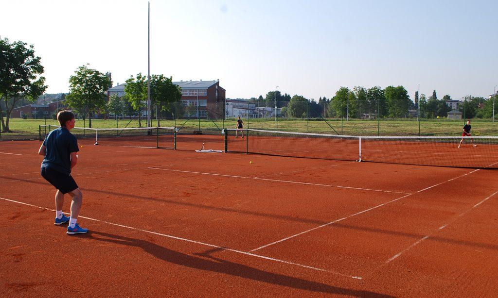 SINOĆ NA GRADSKOM STADIONU Otvoreni teniski tereni