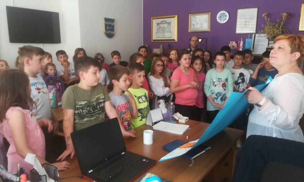 OŠ BRAĆE RADIĆA PAKRAC Učenici posjetili gradonačelnicu