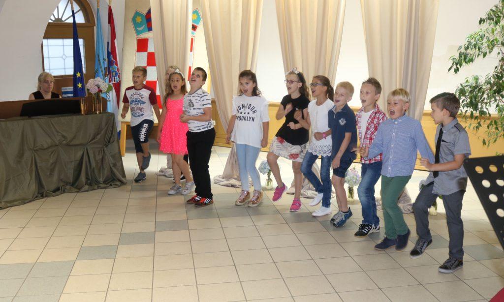 VEČERI U DVORIŠTU JANKOVIĆ U prepunoj vijećnici održan završni koncert OGŠ Pakrac