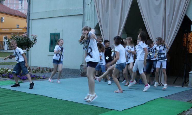 VEČERI U DVORIŠTU JANKOVIĆ Gluma i ples za malobrojne