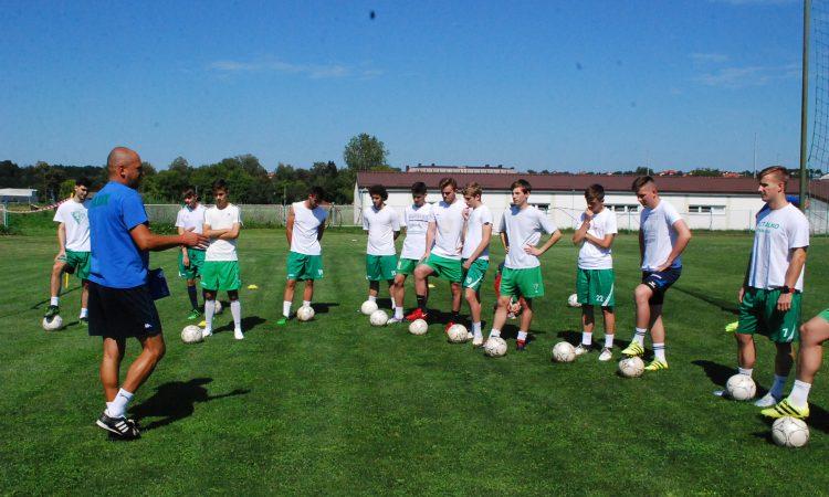 NOGOMET SE IGRA I U PAKRACU Hajduk započeo pripreme s novim trenerima