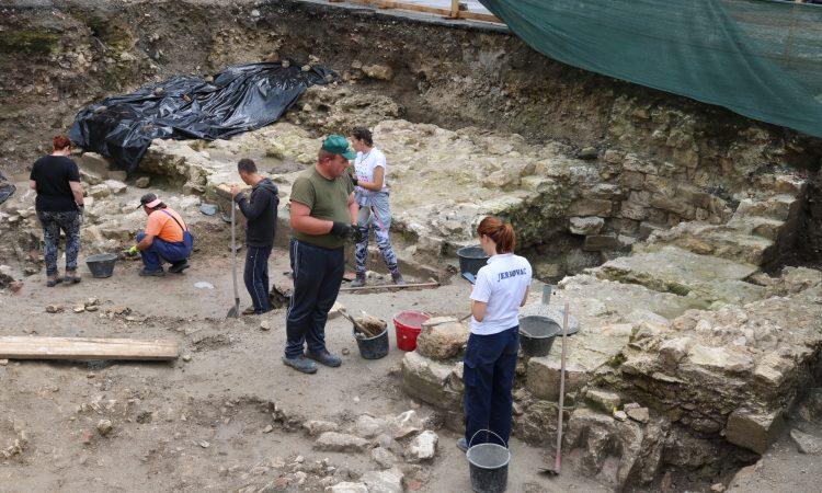 ARHEOLOŠKA ISKAPANJA U PAKRACU Pronađeni ostaci gotičke crkve