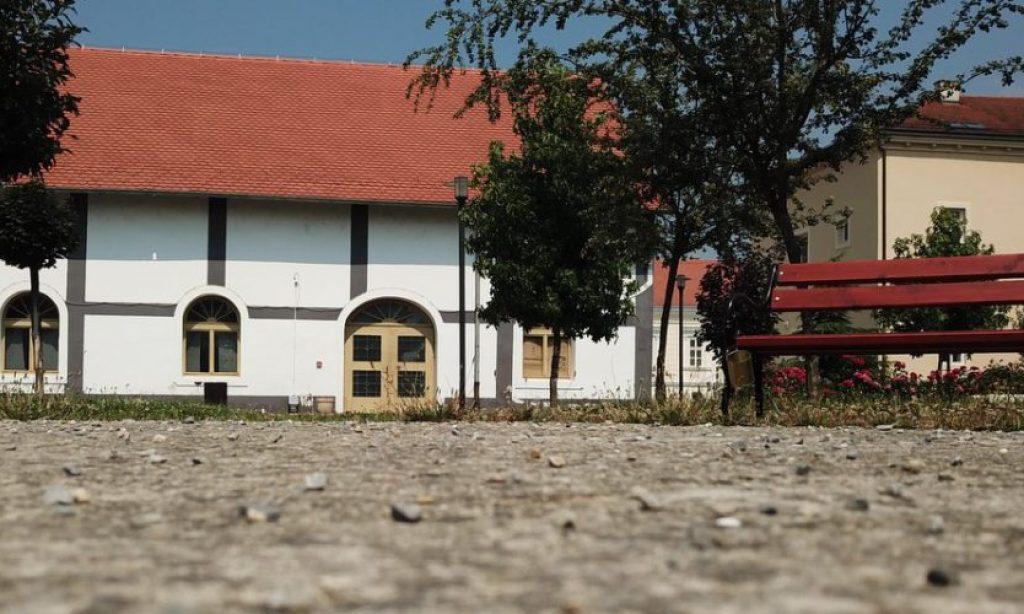 U CENTRU GRADA Besplatno korištenje interneta u dvorištu kurije Janković
