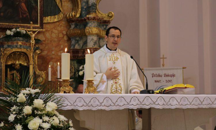 POSEBAN DAN ZA PAKRAČKU ŽUPU Mlada misa patera Bojana Bijelića