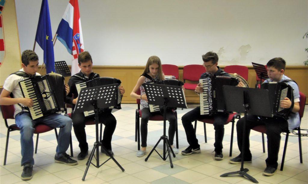 OSNOVNA GLAZBENA ŠKOLA  Za početak nastave glazbeni program