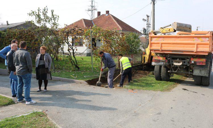 IZVOĐAČI NA GRADILIŠTU Počeli radovi na nogostupu u Radićevoj ulici