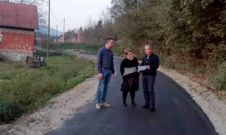 RADOVI PRI KRAJU Asfaltirana cesta u Branešcima
