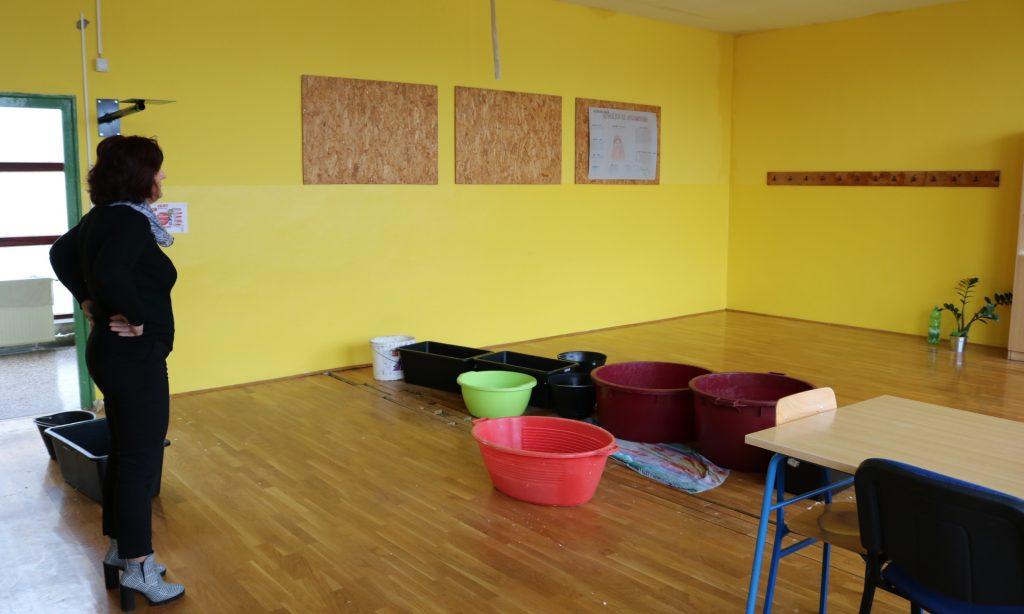 ZBOG NESAVJESNOSTI IZVOĐAČA Poplavila zgrada osnovne škole, nastava kreće u ponedjeljak