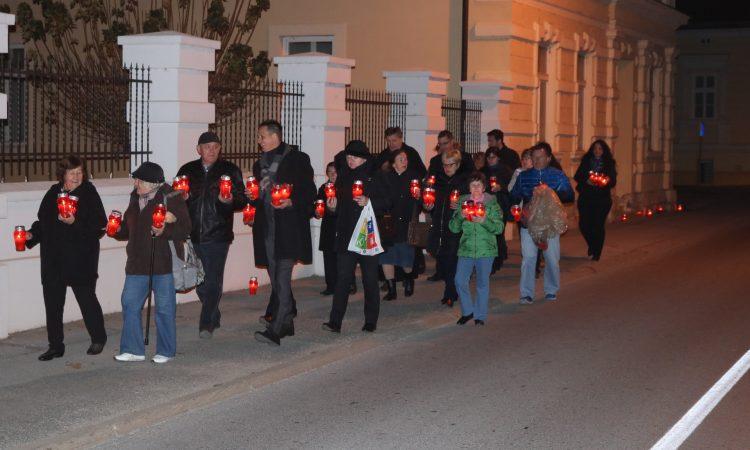 UOČI DANA SJEĆANJA Stotinu lampiona svijetli za Vukovar i žrtve Domovinskog rata