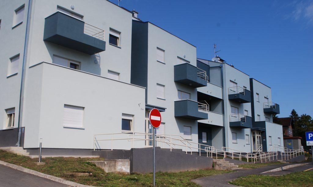 STAMBENA ZGRADA NA PILANI Useljeno 15 stanova, praznih 10