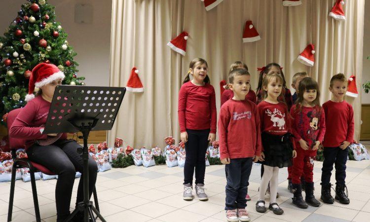 OGŠ PAKRAC Najmlađi učenici održali koncert povodom sv. Nikole