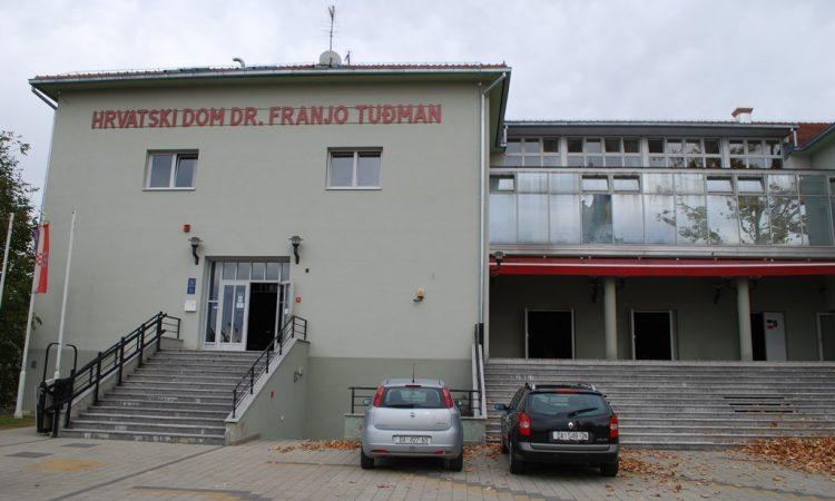 NAJVEĆI POLITIČKI SKUP U PAKRACU Hrvatski dom zablistao u punom sjaju