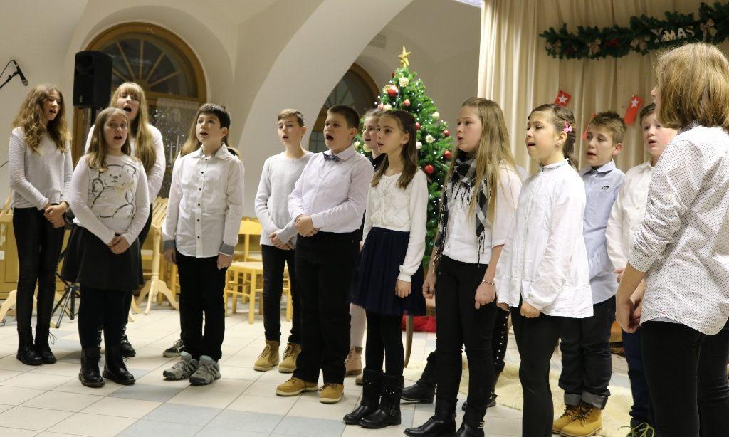 BOŽIĆNI KONCERT UČENIKA Pjesmom poželjeli sretne blagdane