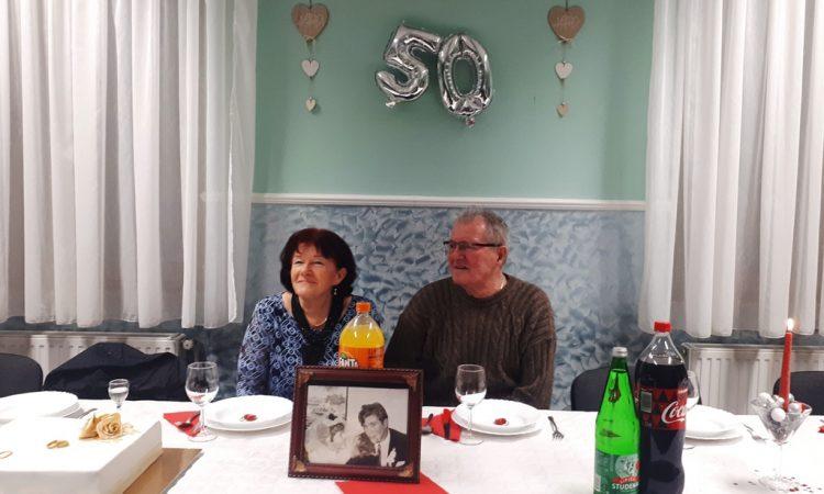 50 GODINA BRAKA MIRE I VINKA MAJORA Unučad-šlag na životnoj torti