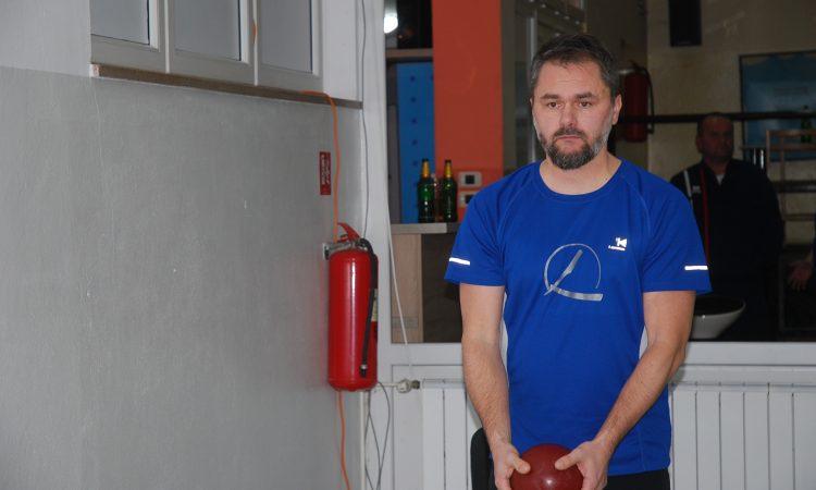 "KUGLAČKI TURNIR ""BLJESAK"" Davor Lepka preuzeo vodstvo"