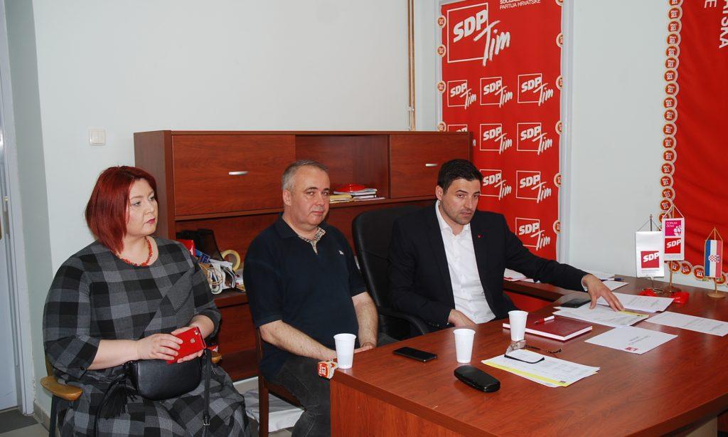 TRIBINA SDP-A  U Pakracu boravio Davor Bernardić