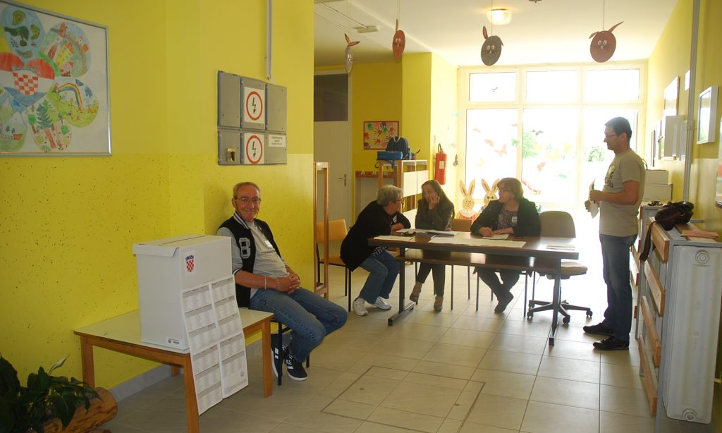 IZBORI ZA EUROPSKI PARLAMENT Do 11 sati izašlo 685 birača