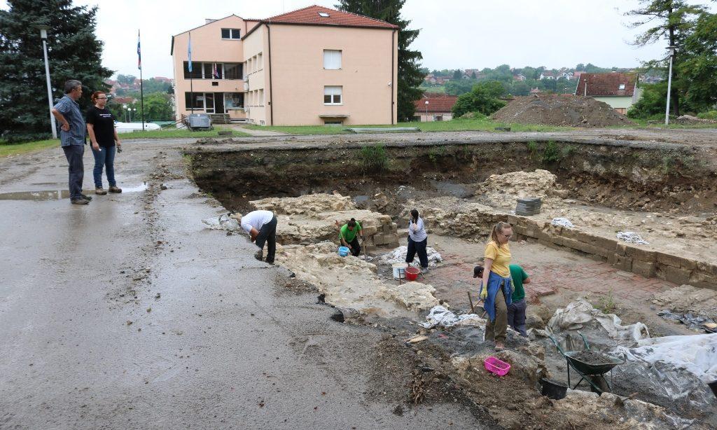 TREĆA GODINA TRAGANJA ZA PAKRAČKIM STARIM GRADOM Počela arheološka istraživanja