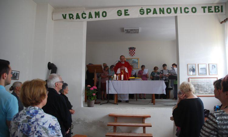 U POVODU DUHOVA Španovčani na groblju i misi