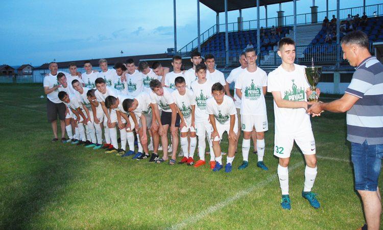 ZAVRŠENA SEZONE ZA HAJDUKOVE MLAĐE KATEGORIJE Juniori županijski prvaci