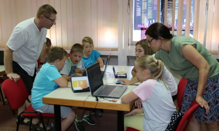 GRADSKA KNJIŽNICA PAKRAC Radionica programiranja i pričaonica za najmlađe