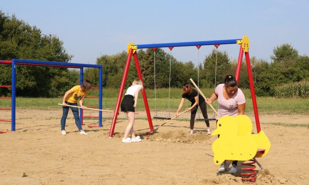 (PROMO) KLUB MLADIH AURORA Uređenje igrališta za najmlađe sugrađane