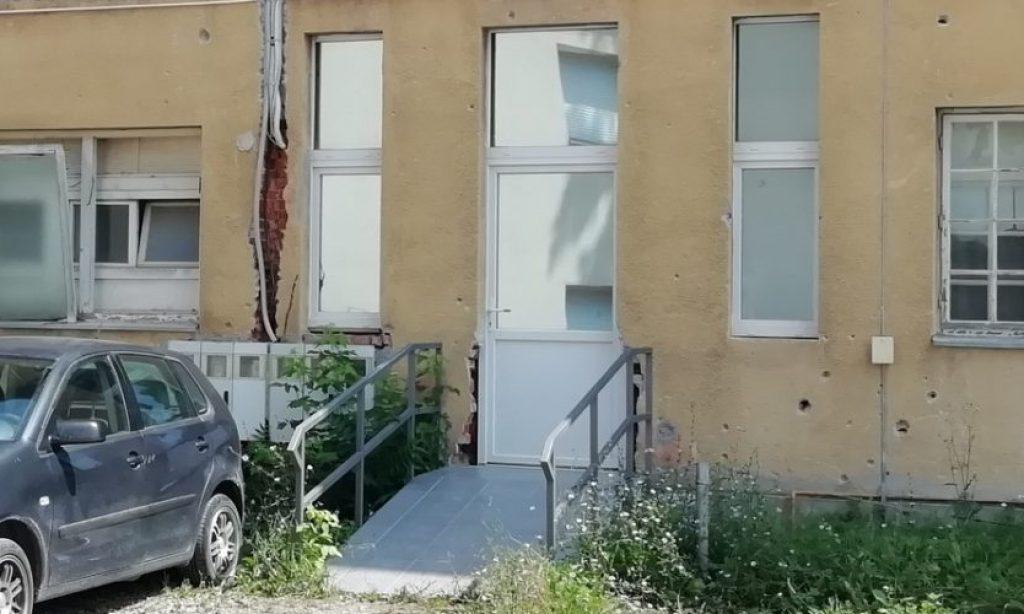 ZBOG RADOVA NA TRGU Građanima omogućen sporedni ulaz u zgradu Gradske uprave