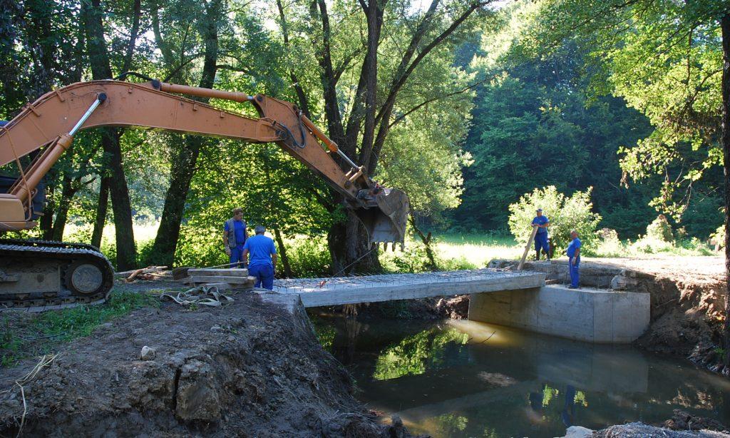NA CESTI ZA KRIČKE Drveni most zamijenjen betonskim