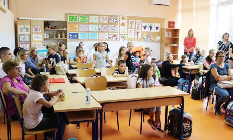 ŠTO JE NOVO U NOVOJ ŠKOLSKOJ GODINI Veći broj učenika, uređeniji i opremljeniji prostori