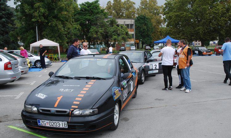 NOVA PAKRAČKA SPORTSKA MANIFESTACIJA Automobilske atrakcije na tržnici