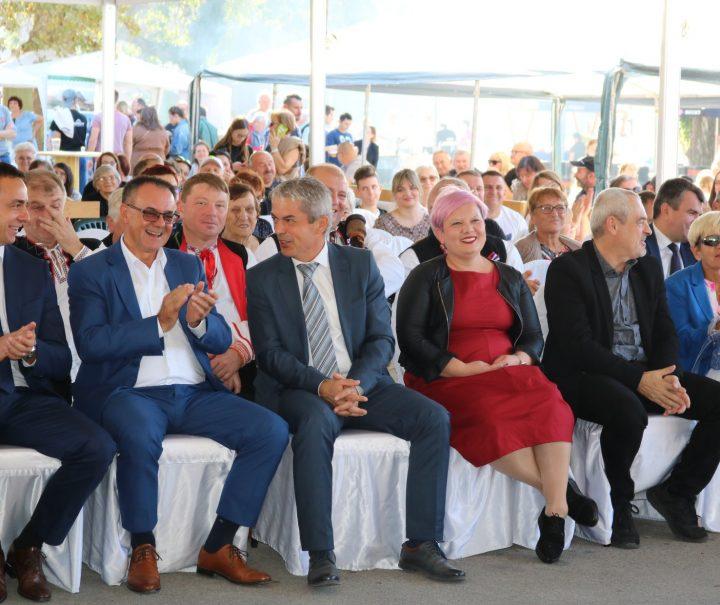 OTVOREN 11. SAJAM SLAVONSKI BANOVAC Pakrac je danas sajmeno središte kontinentalne Hrvatske