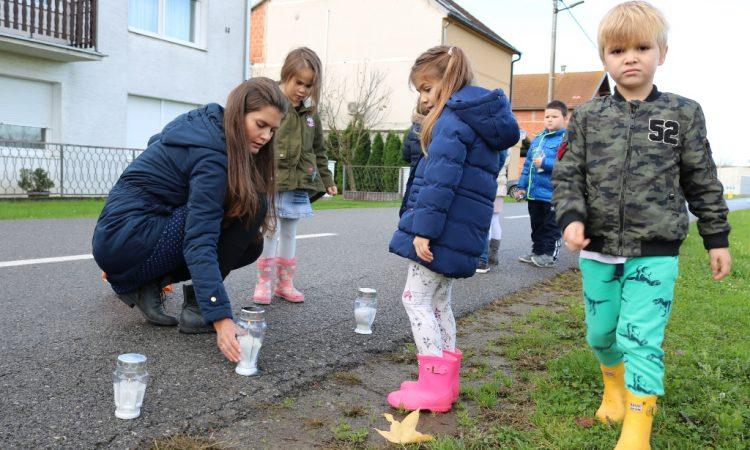 """DV """"MASLAČAK"""" Pakrački mališani zapalili lampione u sjećanje na Vukovar"""