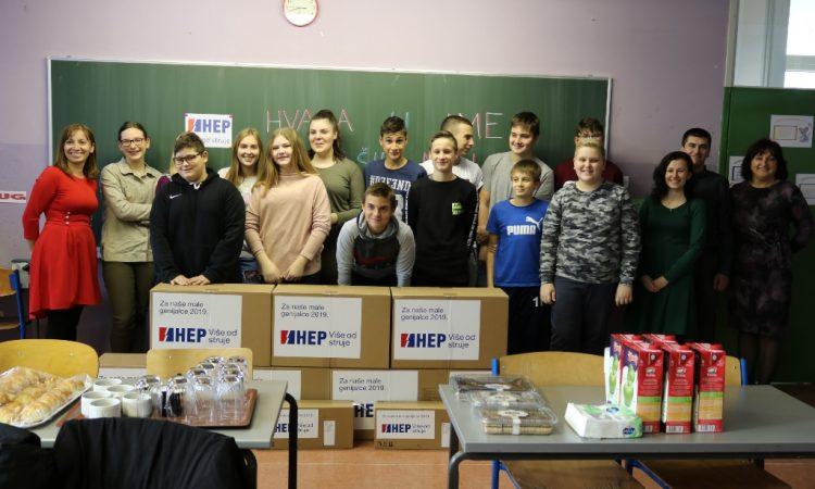 DONACIJA HEP-A Pakračka osnovna škola dobila sedam novih računala