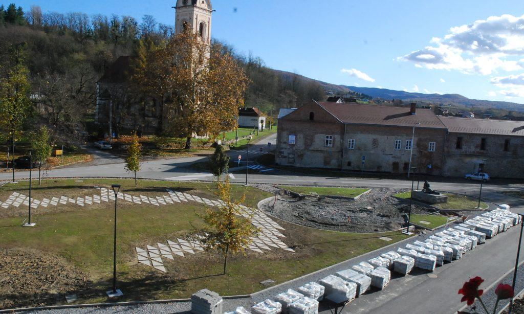 GLASNA RAZMIŠLJANJA Trgu ime Slavonski banovac?