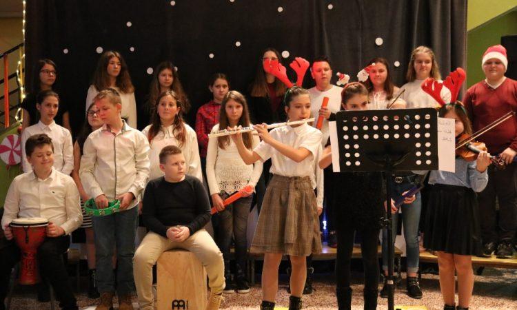 PRIREDBA OŠ BRAĆE RADIĆA Pjesmom i plesom ususret Božiću