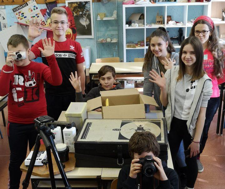 OŠ BRAĆE RADIĆA PAKRAC Vrijedna donacija školskoj fotogrupi