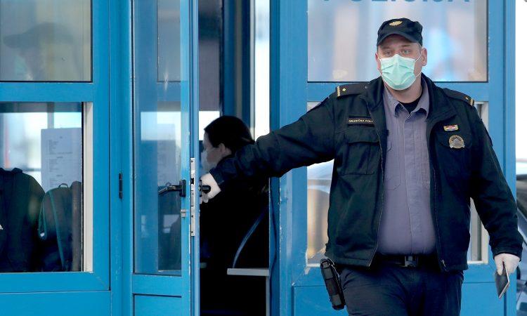 POLICIJA KONTROLIRA OSOBE U SAMOIZOLACIJI U Pakracu sedam osoba u prekršaju