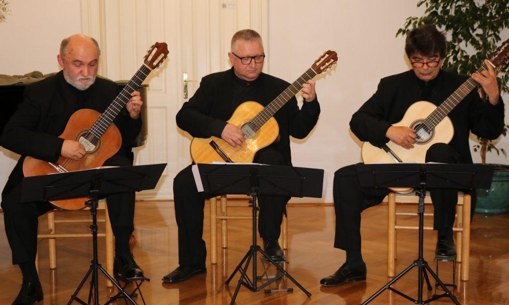 OGŠ PAKRAC Zagrebački gitarski trio gostovao u Pakracu