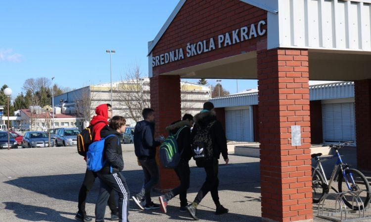 NEOBIČNA PROSVJETNA STATISTIKA Učenici u našoj županiji imaju najmanji prosjek ocjena u Hrvatskoj, a najmanje izostanaka