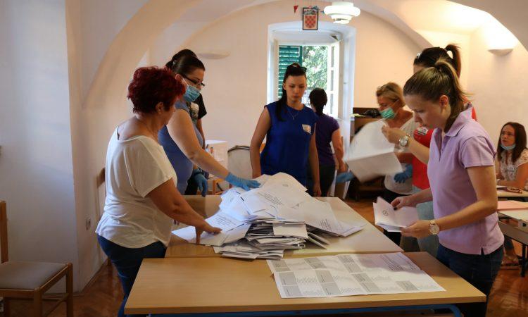 SABORSKI IZBORI U PAKRACU  Svaki drugi birač glasovao za HDZ