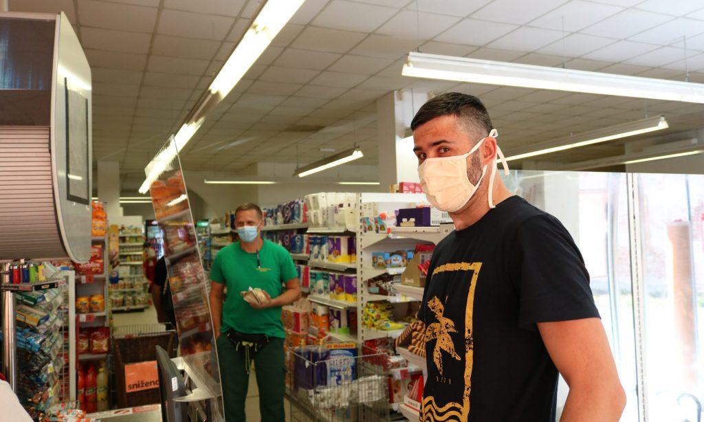 NOVE MJERE: Pakrački kupci uglavnom nosili maske