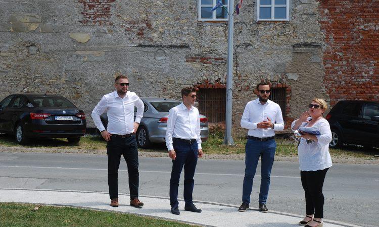 TRI MINISTRA I KANDIDATA HDZ-a U PAKRACU  Marić: Vidio sam da je Pakrac gradilište